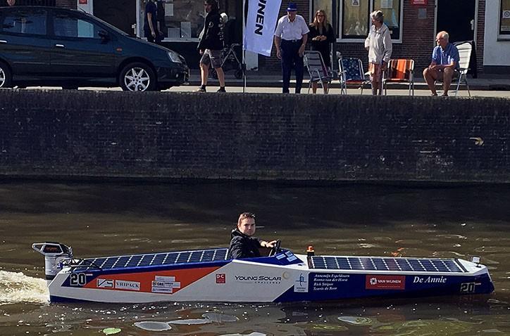 Hondsrug schippers genieten van race met solarboot