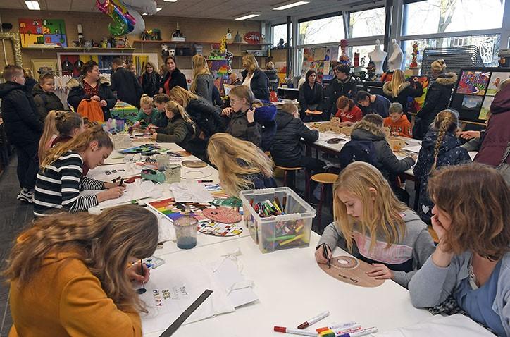 Open Dag bezoekers enthousiast over goede sfeer op Hondsrug College