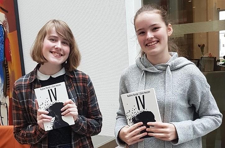 Hondsrug-leerlingen Nadine en Eline scoren dikke tien met eigen boek