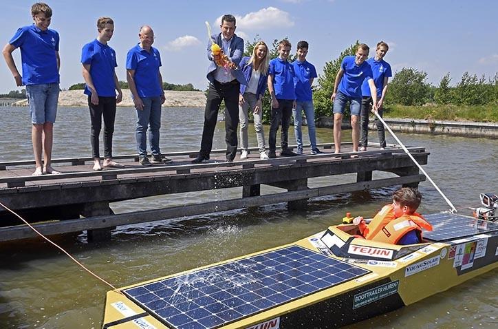 Doop nieuwe solarboot technasium